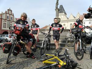 cyklisté ve dresech Cyklotour 2013